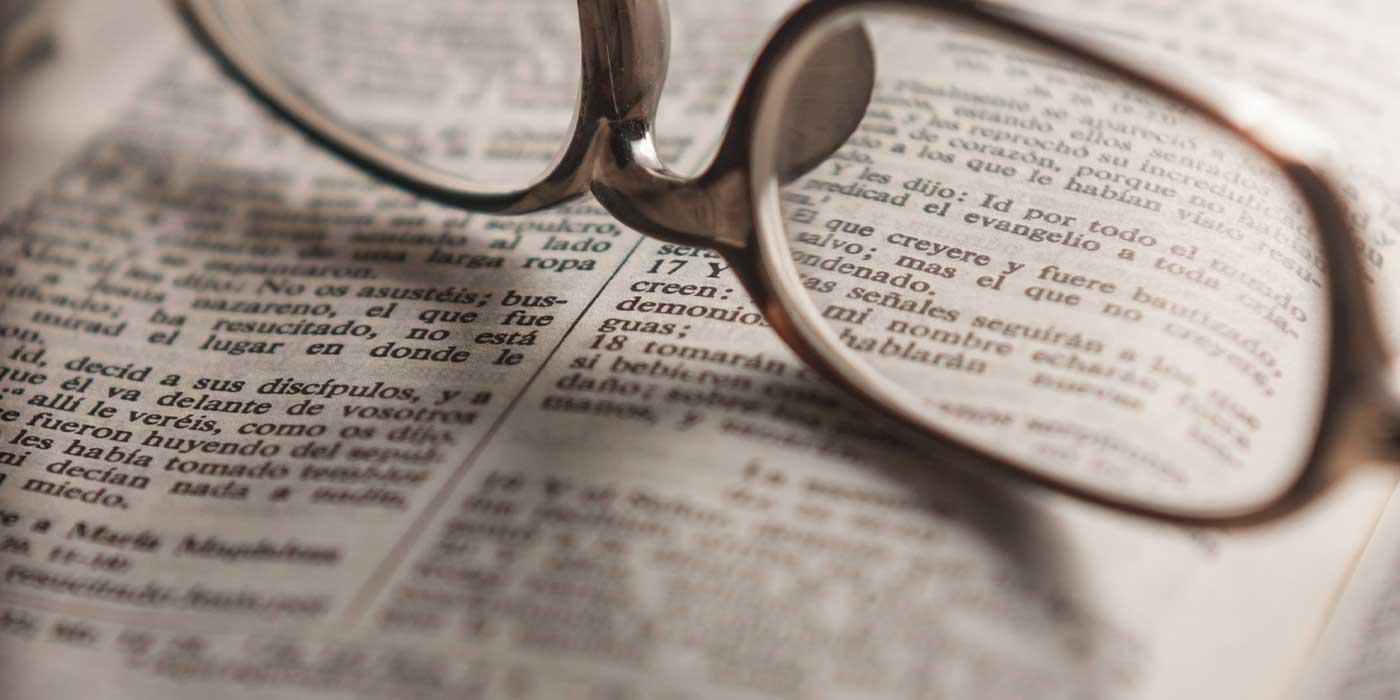 la biblia con gafas