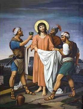Los hombres toman la ropa de Jesús.